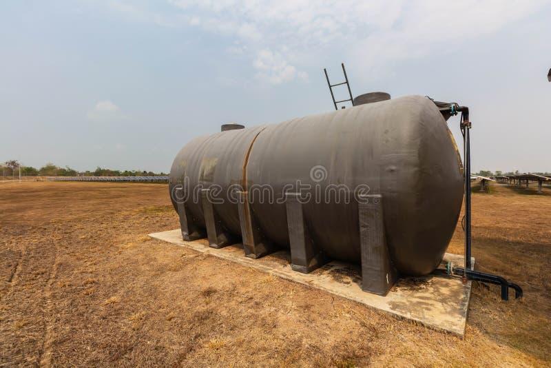 Le réservoir d'eau pour laver, les centrales solaires emploient l'eau qui est exempte de produits chimiques pour nettoyer les pan photo stock
