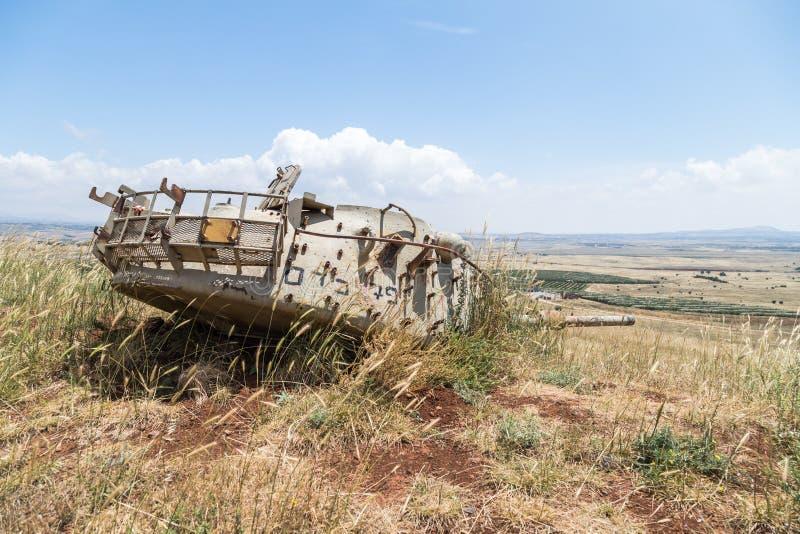 Le réservoir israélien détruit est après le jour du Jugement dernier Yom Kippur War sur Golan Heights en Israël, près de la front photo libre de droits