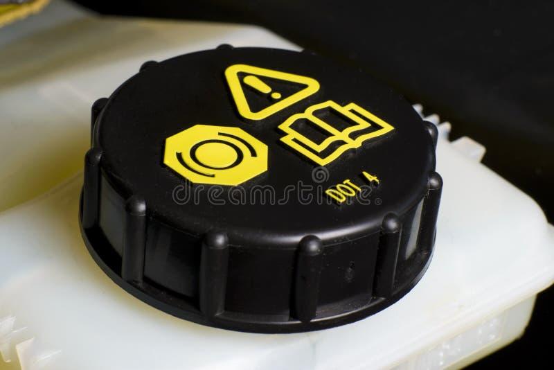 Le réservoir liquide de frein et d'embrayage couvrent le contrôle liquide de frein et d'embrayage. image libre de droits