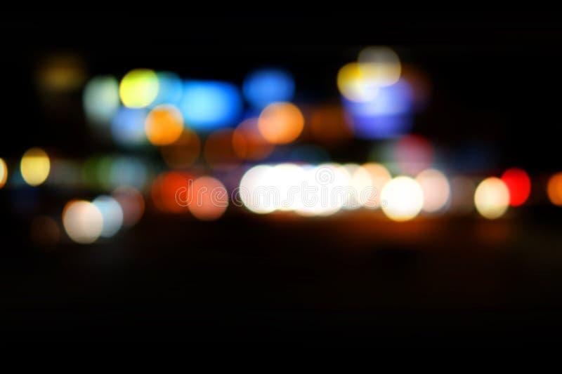 Le résumé a brouillé le fond coloré de bokeh de la ville de nuit photographie stock libre de droits