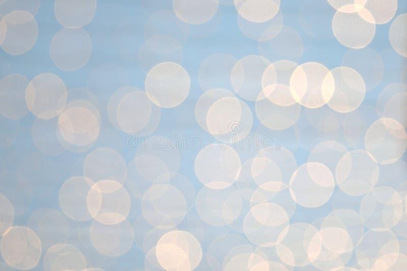 Le résumé miroite sur le fond gris-clair trouble photographie stock