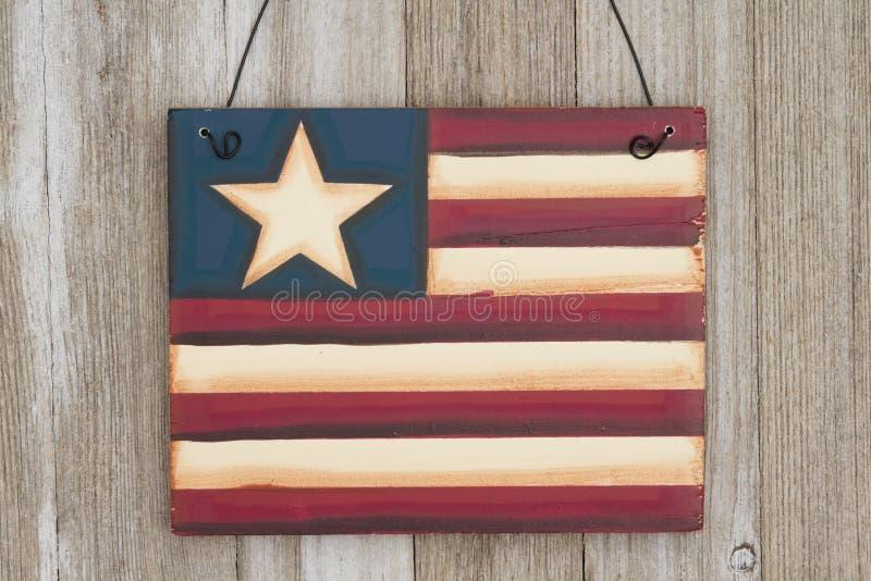 Le rétro drapeau des Etats-Unis se connectent le bois superficiel par les agents images libres de droits