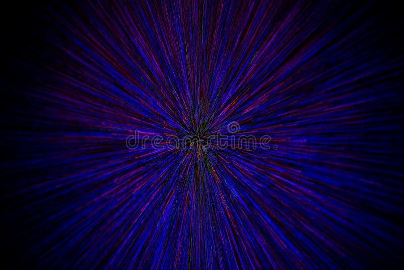 Le radial naturel d'explosion de bourdonnement de lentille a brouillé les points vert-bleu rouges sur le fond noir avec le foyer  image libre de droits