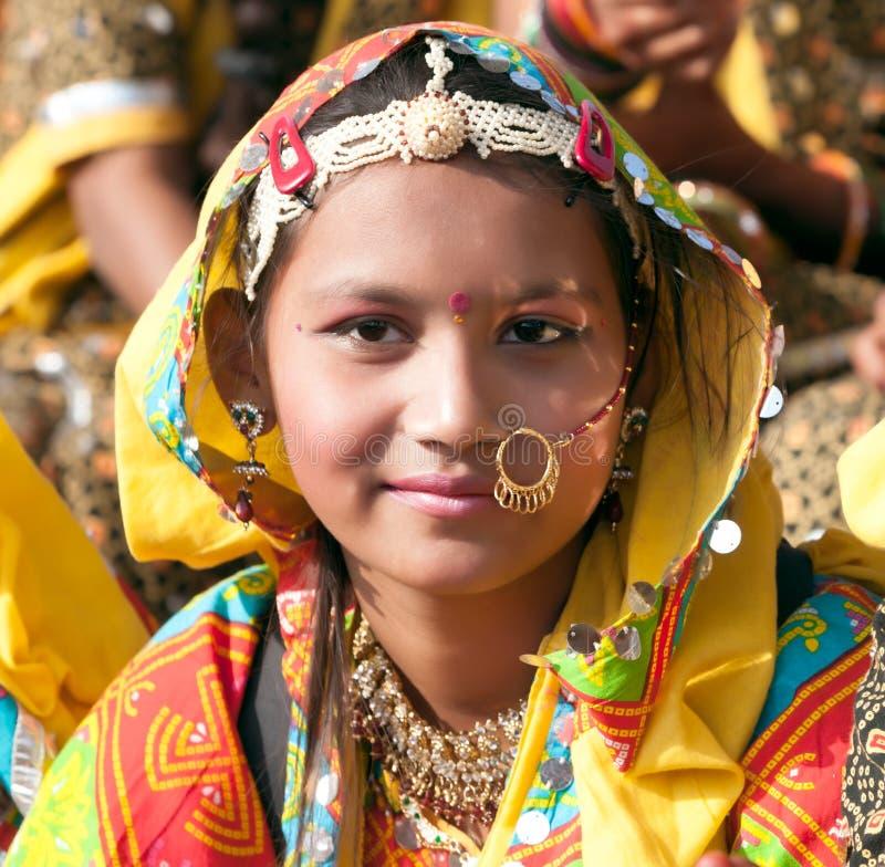 Le ragazze in abbigliamento etnico variopinto assiste alla fiera di Pushkar fotografie stock