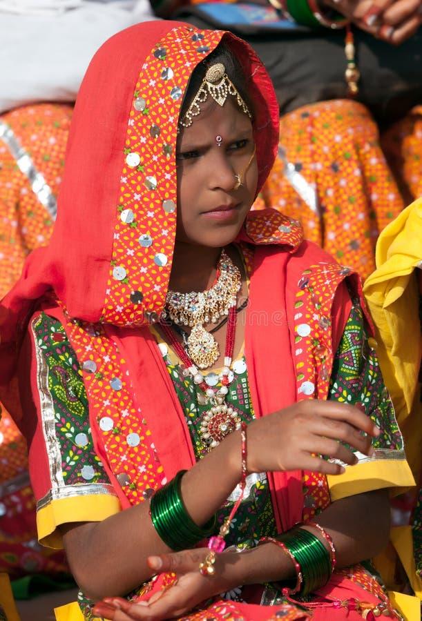 Le ragazze in abbigliamento etnico variopinto assiste alla fiera di Pushkar immagini stock