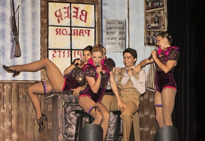 Le ragazze di Dancehall intrattengono nella parodia immagine stock libera da diritti