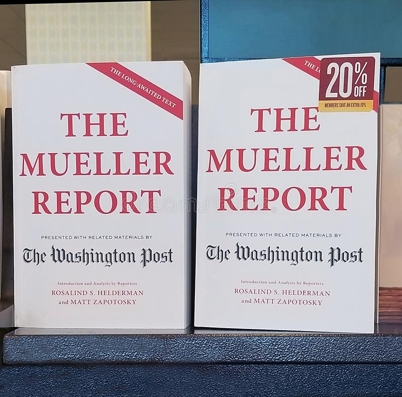 Le rapport de Mueller dans les librairies photographie stock