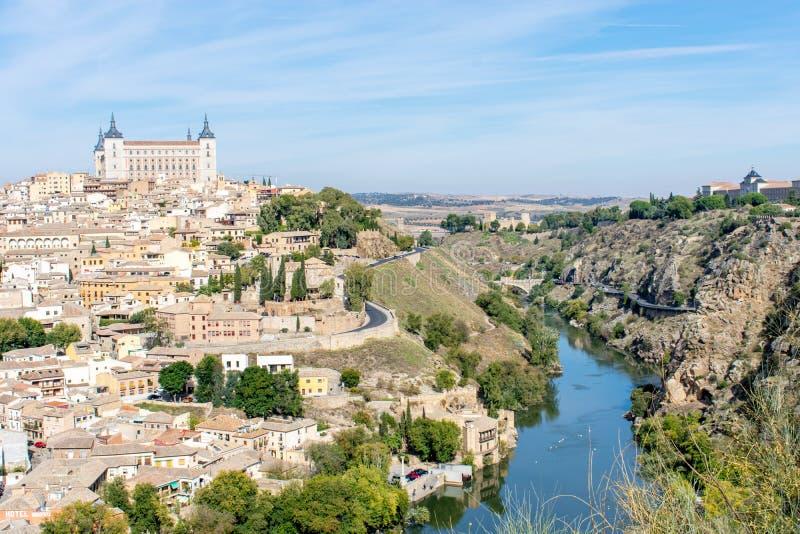 Le ravin en dehors des murs de ville de Toledo, Espagne photo libre de droits