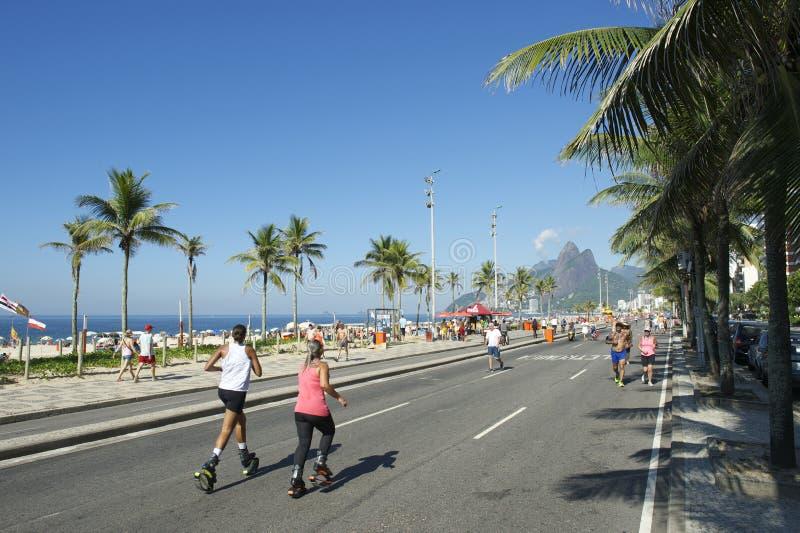 Le rebond brésilien de femmes chausse Rio de Janeiro Brazil photographie stock