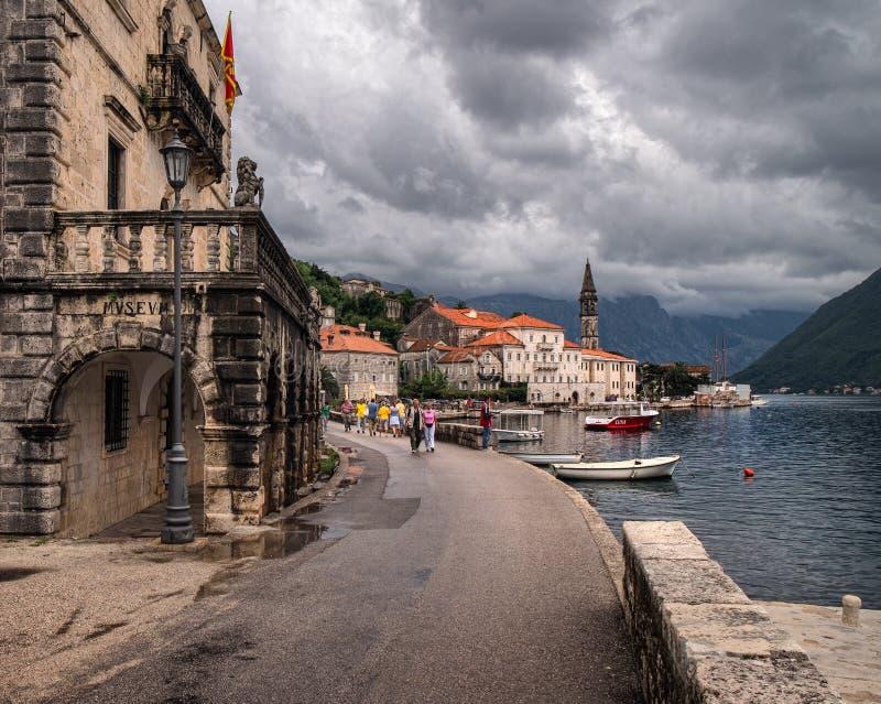 Le remblai de ville montenegro photographie stock libre de droits