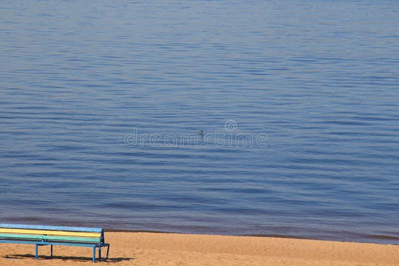 Le repos sur la plage de la Volga image stock