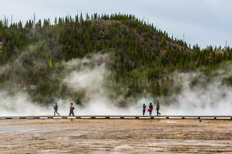 Le ressort prismatique grand en parc national de Yellowstone photographie stock