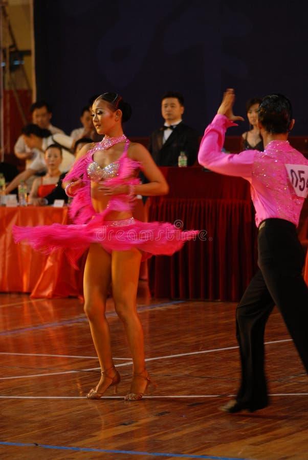 Le ressortissant de tourbillonnement de danse de norme internationale de la jupe-Chine Nan-Tchang s'ouvrent photographie stock