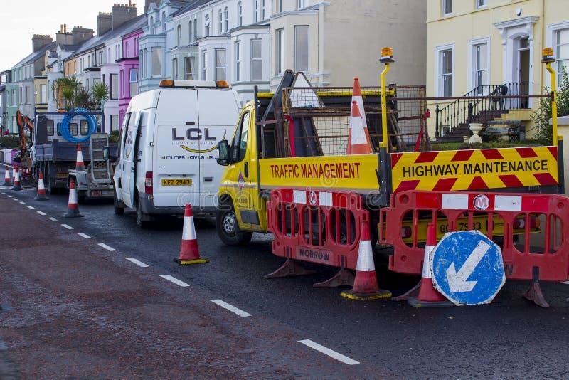 Le restrizioni della strada durante la riparazione funzionano nella contea di Bangor giù fotografia stock libera da diritti