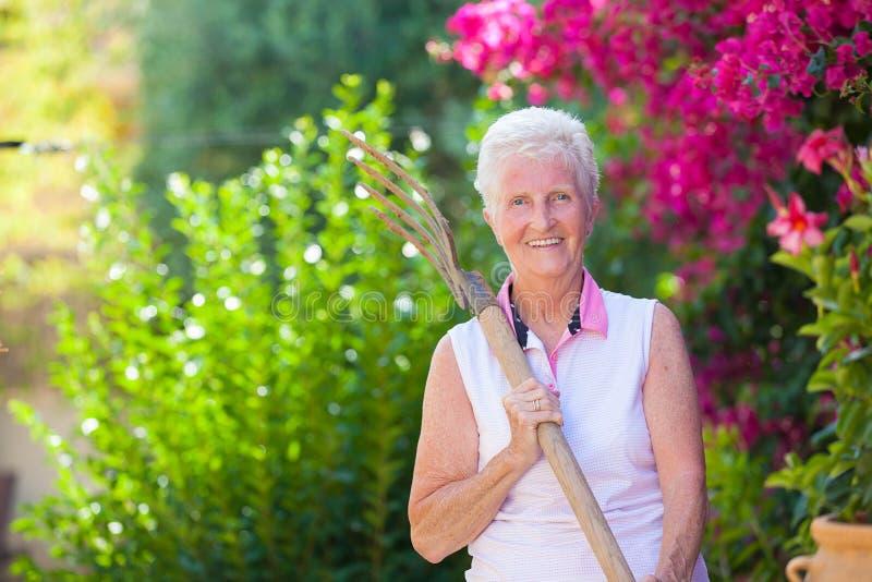 Le retierment actif, a adapté le jardinage supérieur photos libres de droits