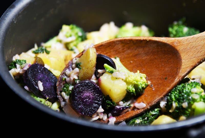 Le riz brun et les veggies sont sains photographie stock
