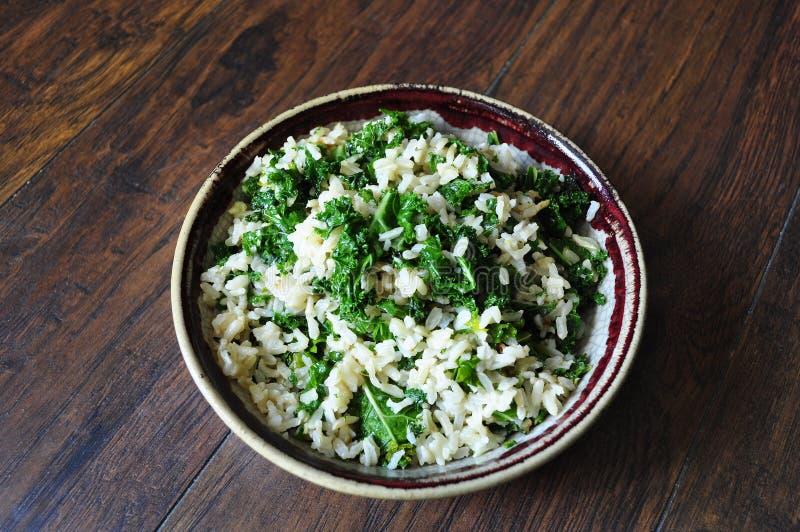 Le riz brun et les veggies sont sains photos stock