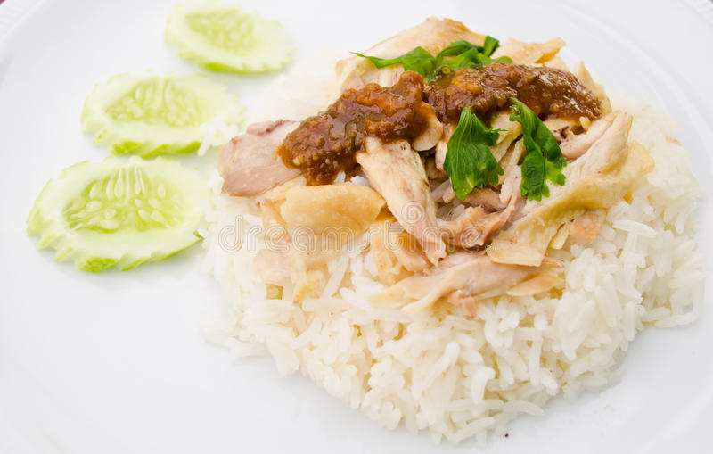 Le riz a cuit à la vapeur avec du potage de poulet photo libre de droits