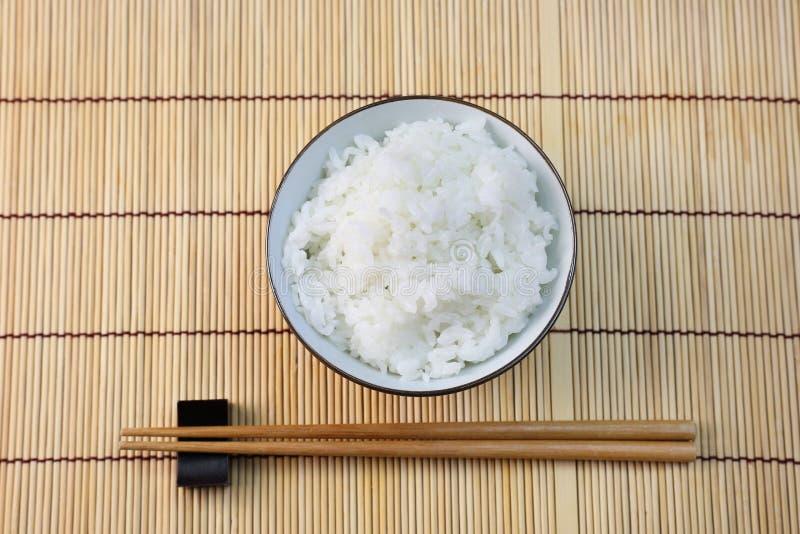 Le riz que j'ai servi dans une cuvette image libre de droits