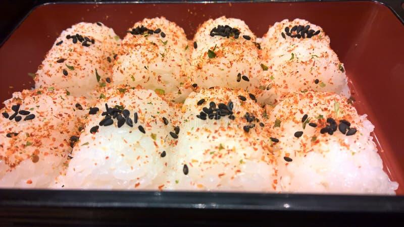 Le riz sont arrosent avec des épices photographie stock