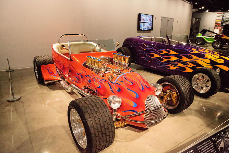 Le roadster 1925 de Ford Altered T d'orange a appelé Golden Star images libres de droits