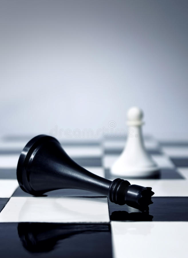 Le roi d'échecs est mort photographie stock