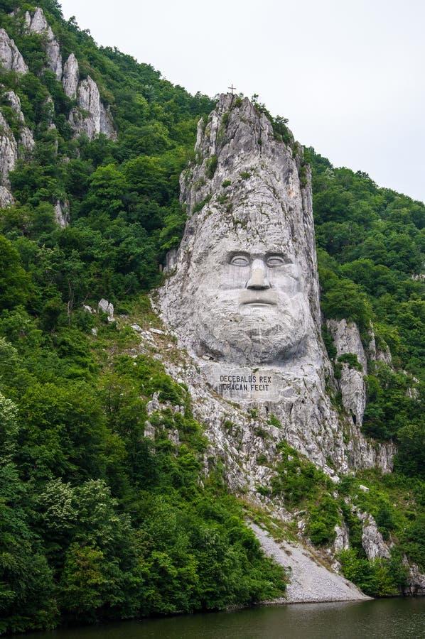 Le Roi Decebal, sculpture en roche images libres de droits