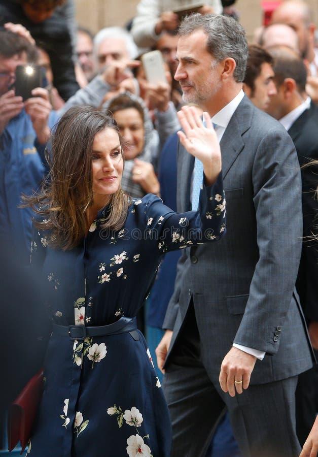 Le Roi Felipe et la Reine Letizia de l'Espagne après assistance d'une masse de dimanche Pâques en Majorque photographie stock