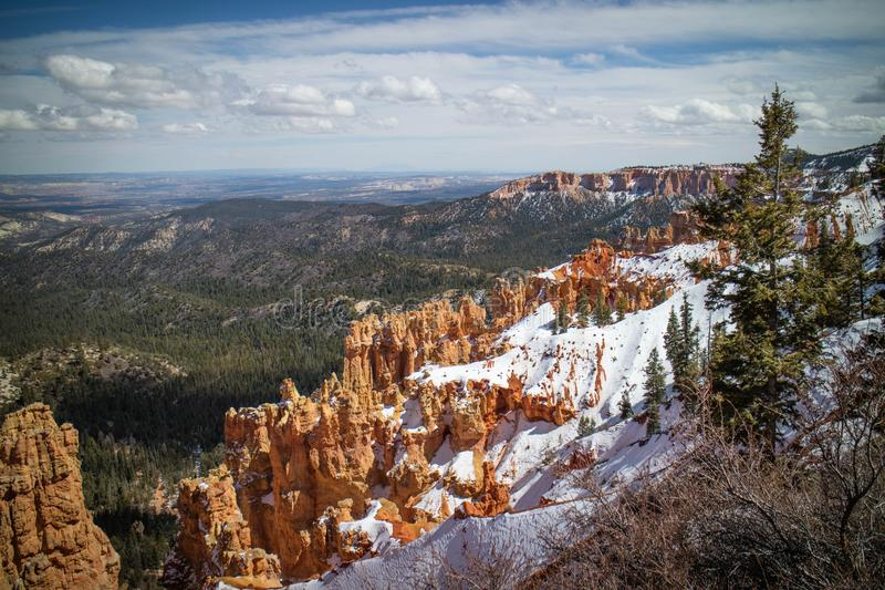 Le rouge bascule des porte-malheur au point de Ponderosa chez Bryce Canyon National Park, Utah photo stock