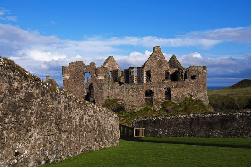Le rovine del castello di Dunluce immagini stock libere da diritti