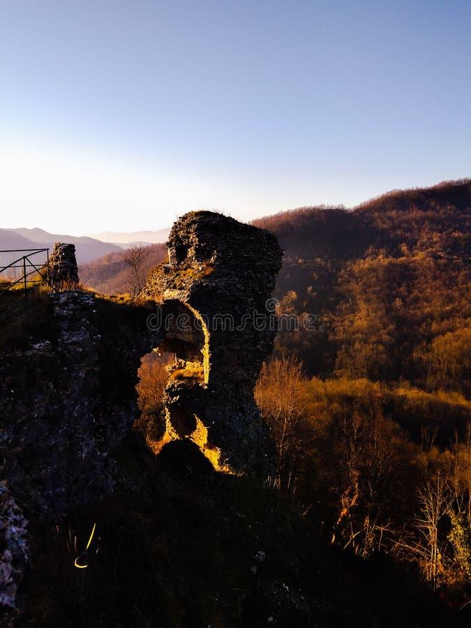 Le rovine del castello Fieschi fotografia stock