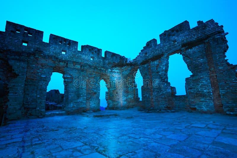 Le rovine della grande muraglia all'alba immagine stock libera da diritti