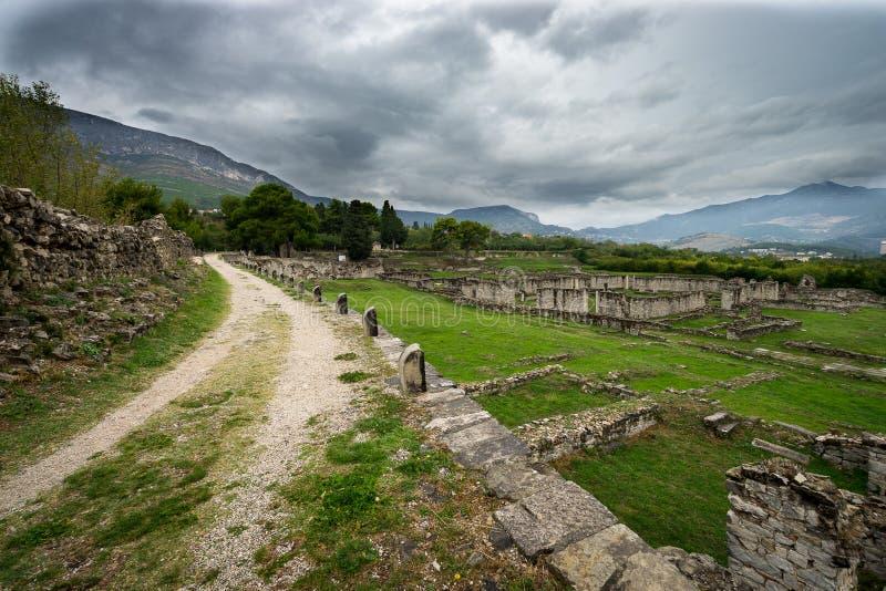 Le rovine della pietra di Salonae storico vicino hanno spaccato, la Dalmazia, Croazia fotografie stock