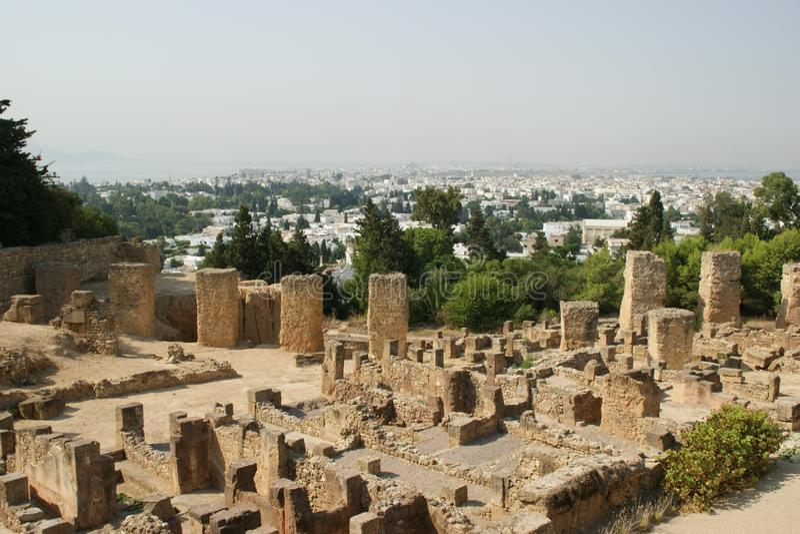 Le rovine di Cartagine contro la Tunisia immagini stock libere da diritti