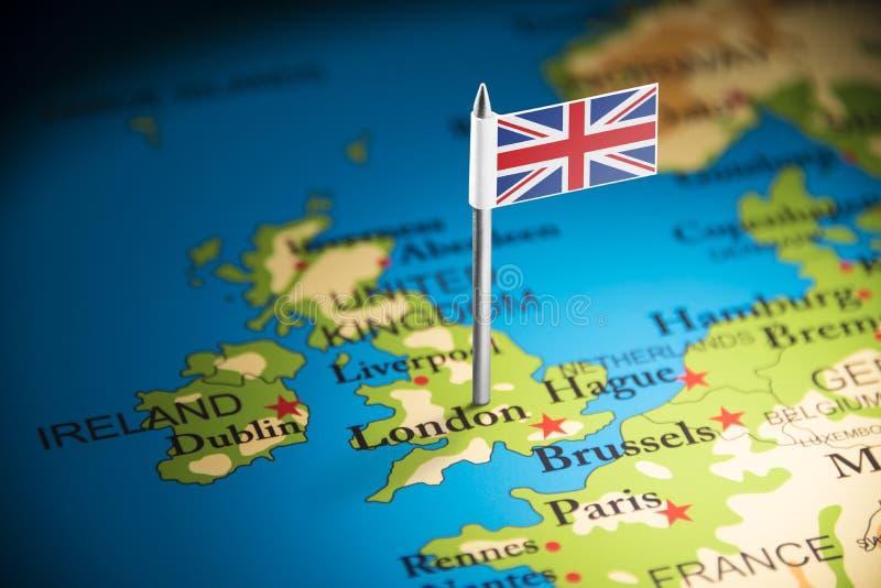 Le Royaume-Uni a identifié par un drapeau sur la carte photo stock