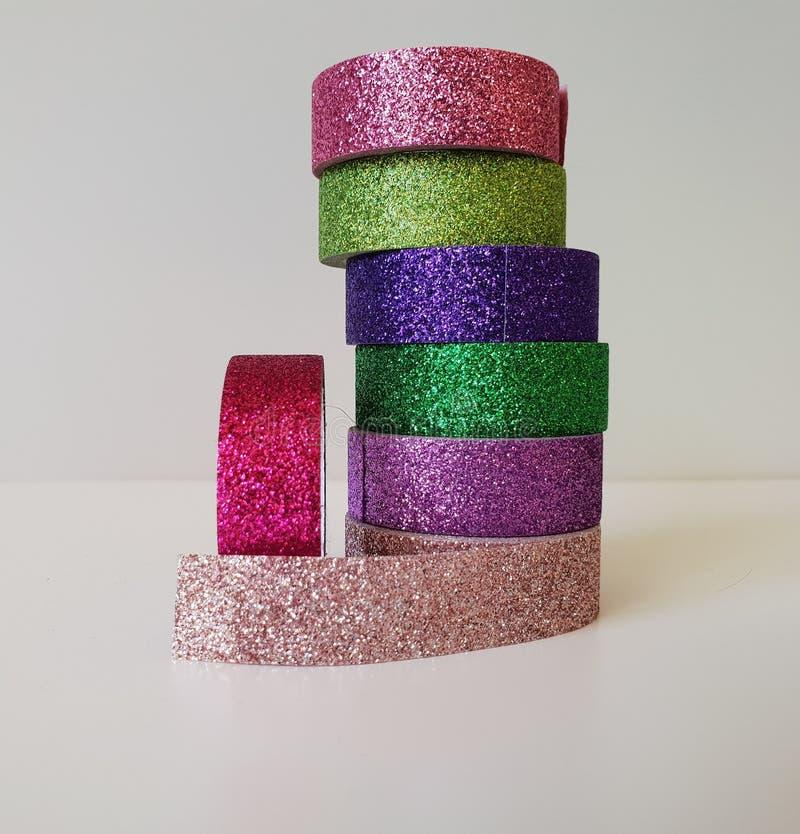Le ruban de bande de Washi roule l'emballage cadeau coloré de scintillement de décor à la maison diy de métier d'art de pile images stock
