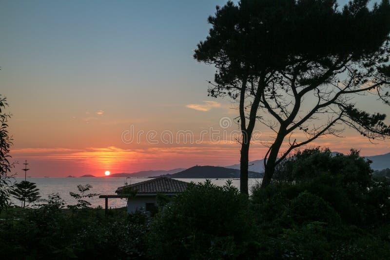 Le Ruppione: Puesta del sol en Iles Sanguinaires imagen de archivo libre de regalías