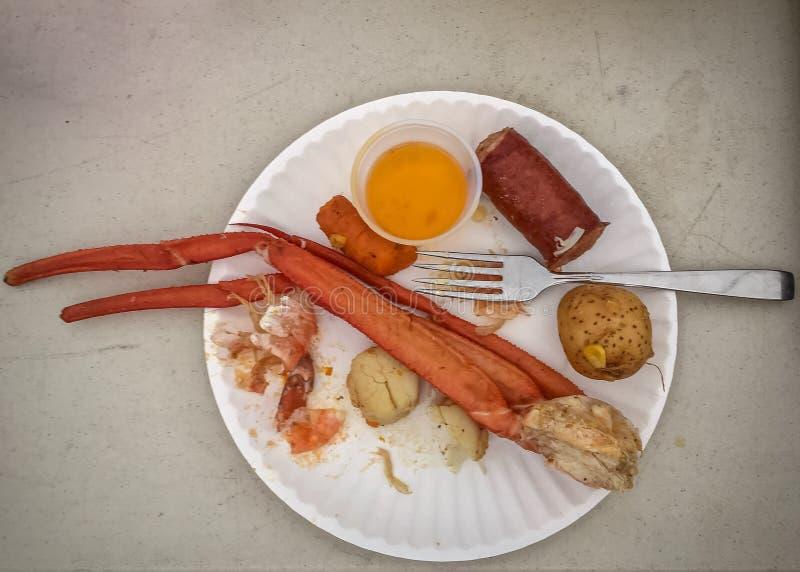Le ` s d'ébullition de fruits de mer a varié des ingrédients de plat avec la fourchette image libre de droits