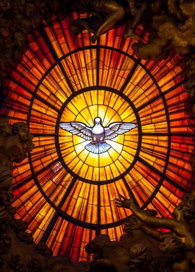 Le Saint-Esprit de Bernini de trône a plongé, basilique du ` s de St Peter à Rome image libre de droits