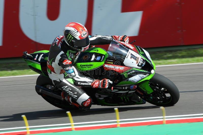 Le Saint-Marin, Italie - 12 mai : Jonathan Rea de la Grande-Bretagne Kawasaki Racing Team monte pendant le qualifyng de WSBK à Im images libres de droits