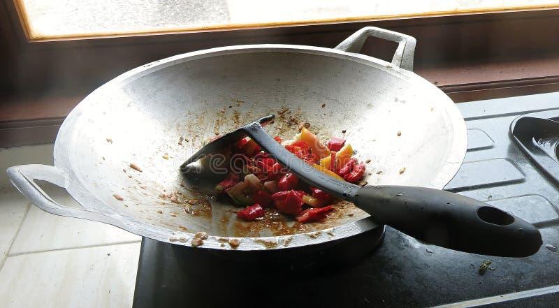 Le sambal est une sauce indon?sienne traditionnelle Il est fait ? partir des piments tr?s chauds, des tomates et des ?pices Des l photo stock