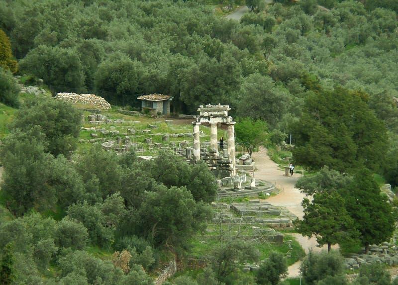 Le sanctuaire de la vue d'Athena Pronaia du temple d'Apollo, Delphes photographie stock