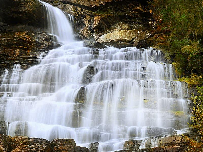 Le satin tombe cascade, cascade image libre de droits