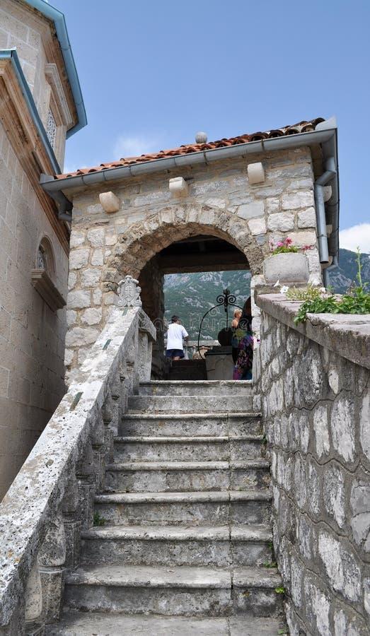 Le scale dietro la chiesa - la nostra signora delle rocce immagine stock libera da diritti