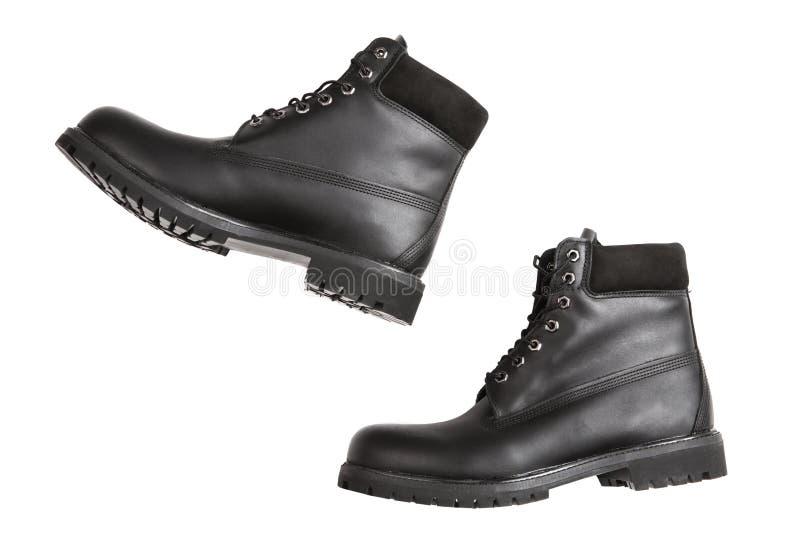 Le scarpe di cuoio nere degli uomini nel moto, punto, su un fondo bianco, concetto fotografie stock libere da diritti