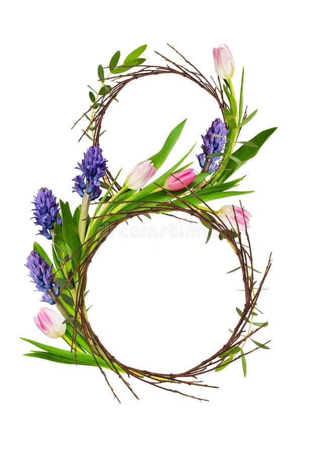 Le schéma 8 avec des brindilles et des fleurs de tulipe et bleues roses de jacinthe photos stock