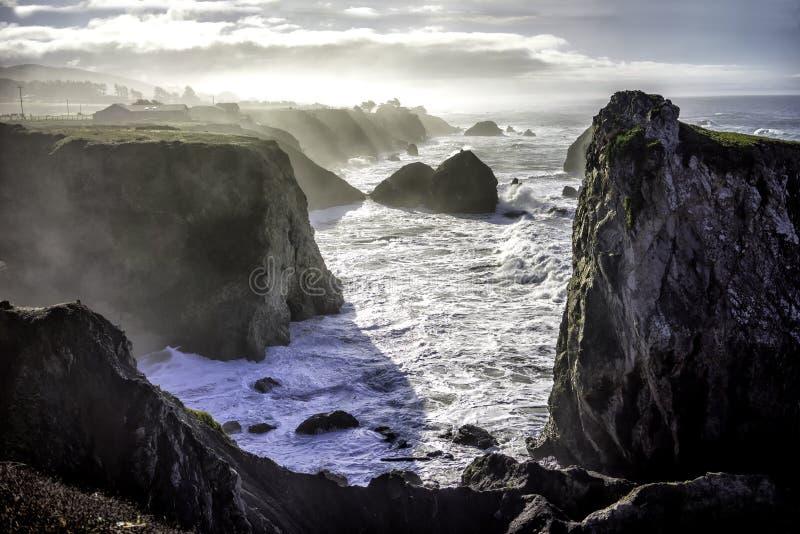 Le scogliere si avvicinano alla baia del Bodega immagini stock libere da diritti