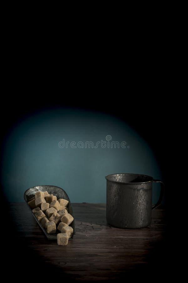 Le scoop en métal avec la sucrerie sucrée néerlandaise a appelé Griotten photos libres de droits