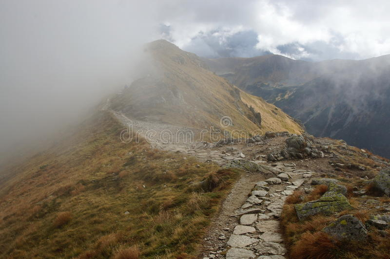 Le sentier de randonnée en montagnes de Tatra photo stock
