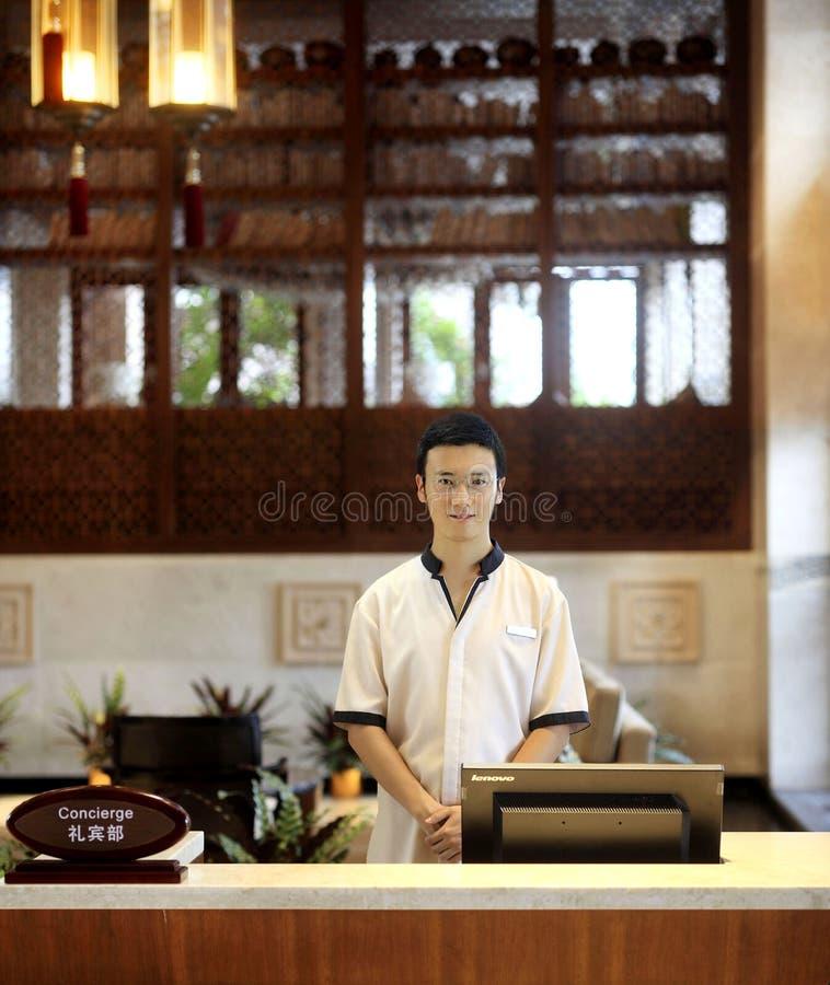 Le serveur de concierge d'hôtel photo libre de droits